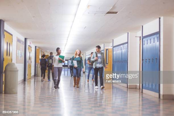 high school hallway - school building stock pictures, royalty-free photos & images