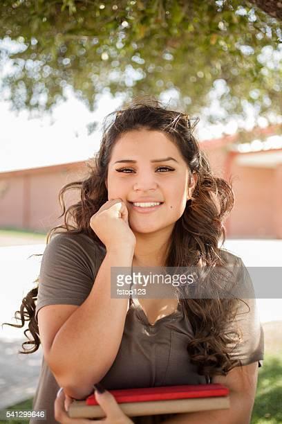 Weiterführende Schule oder college-Mädchen, die schüler auf dem campus.