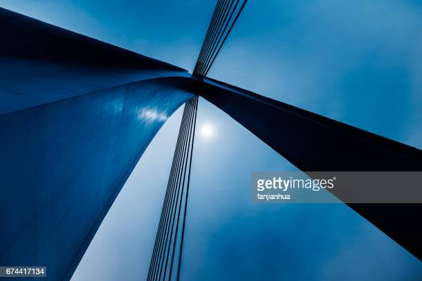 high section of suspension bridge - suspension bridge stock pictures, royalty-free photos & images