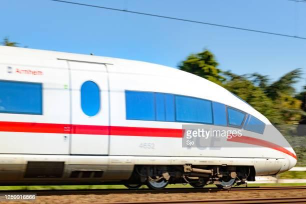 """ice high speed train rijdt snel - """"sjoerd van der wal"""" or """"sjo""""nature stockfoto's en -beelden"""