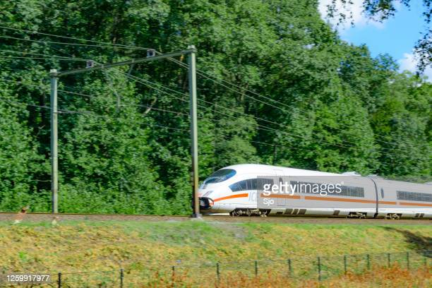"""ice high speed train rijden in de natuur - """"sjoerd van der wal"""" or """"sjo""""nature stockfoto's en -beelden"""