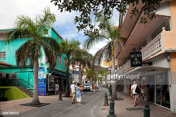 high street shopping, caribbean - sint maarten caraïbisch eiland stockfoto's en -beelden