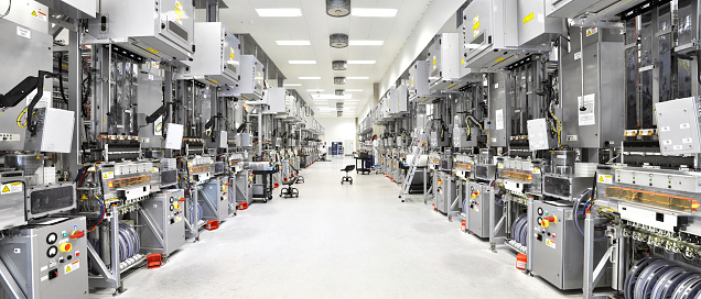 high Tech Industrie - Production of solar cells - Production rooms and machines 944026488