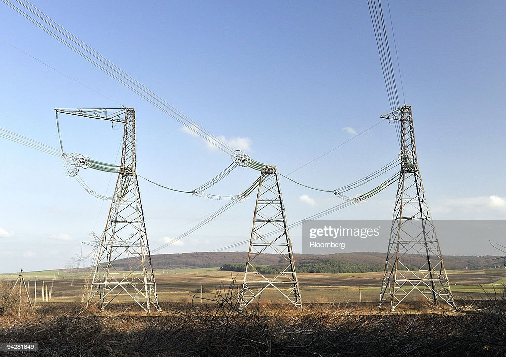 High tension towers support electrical powerlines near Brody, Ukraine, on Saturday, Dec. 5, 2009. Ukraine plans to create a stockpile of oil and oil-based products at an estimated cost of 23 billion hryvnias ($2.87 billion), the Fuel and Energy Ministry said. Photographer: John Guillemin/Bloomberg via Getty Images