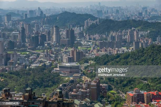 high view, city and many beautiful buildings, taipei, taiwan. - medellin colombia fotografías e imágenes de stock