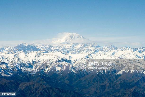 high view of the andes, the aconcagua is the higher one - santiago chile fotografías e imágenes de stock