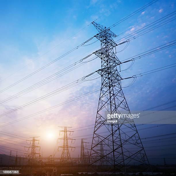 torre de alta tensão torre de alta-tensão - postando - fotografias e filmes do acervo