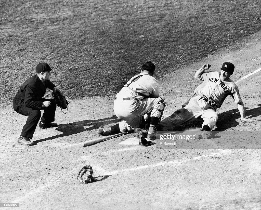 DiMaggio Scores In the World Series, 1939 : News Photo