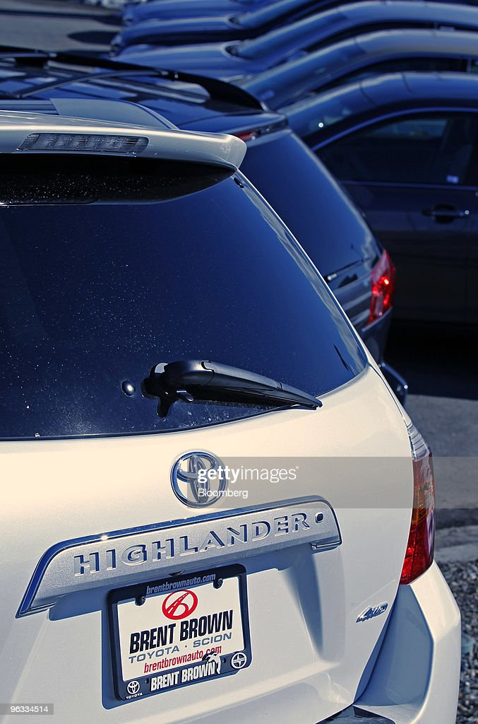 Toyota Dealers Utah >> A Highlander Sits In The Lot Of Brent Brown Toyota In Orem