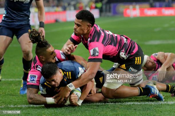 Highlanders' Marino Mikaele Tu'u scores a try in front of Chiefs' Tupou Vaa'i and Sean Wainui during the Super Rugby match between the Otago...