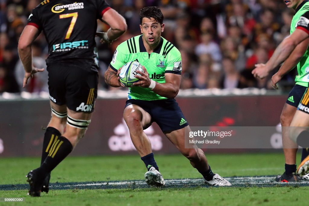 Highlanders Rob Thompson makes a break during the round seven Super Rugby match between the Chiefs and the Highlanders at FMG Stadium on March 30, 2018 in Hamilton, New Zealand.