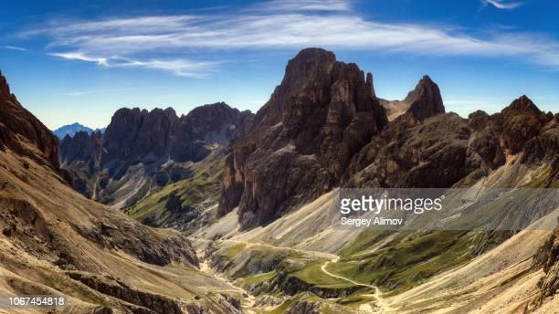 highlands of valle del vajolet, italy - flanco de valle fotografías e imágenes de stock