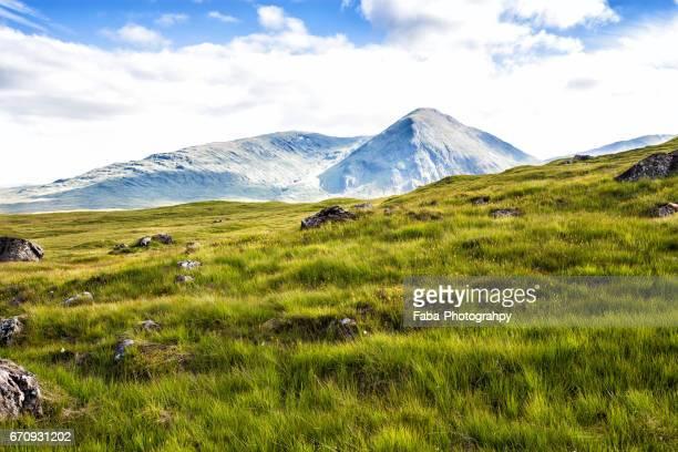highlands - ruhige szene stock pictures, royalty-free photos & images
