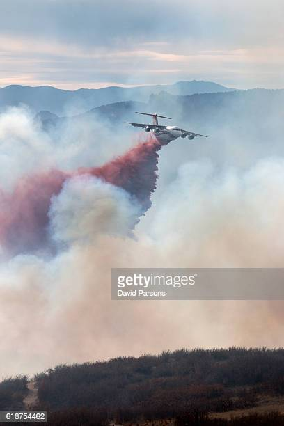 highlands ranch colorado chatridge fire wildfire smoke slurry bomber plane - extinguishing stock pictures, royalty-free photos & images