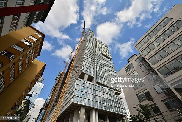 highrise under construction in gayrettepe district - emreturanphoto stockfoto's en -beelden