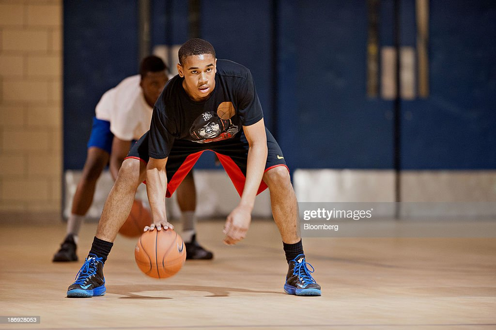 Chicago 16-Year-Old Dodges Daily Death From Crime for NBA Dream : News Photo