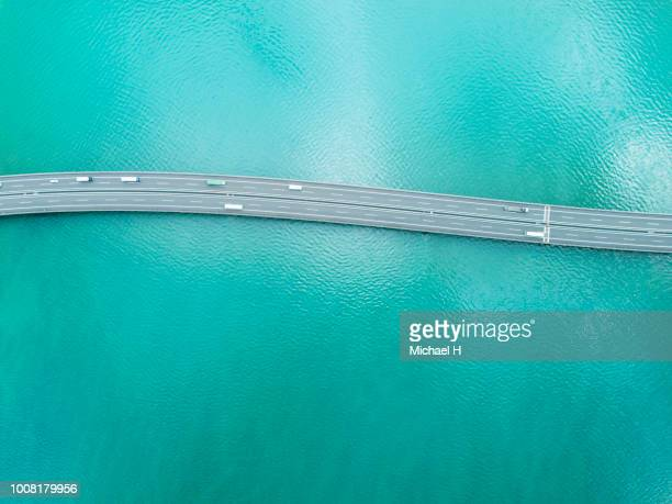 highway across the ocean - verkehrswesen stock-fotos und bilder