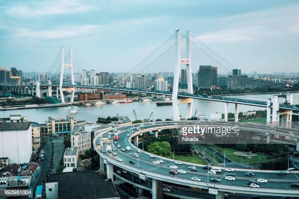 Autobahn und Brücke in Shanghai, China