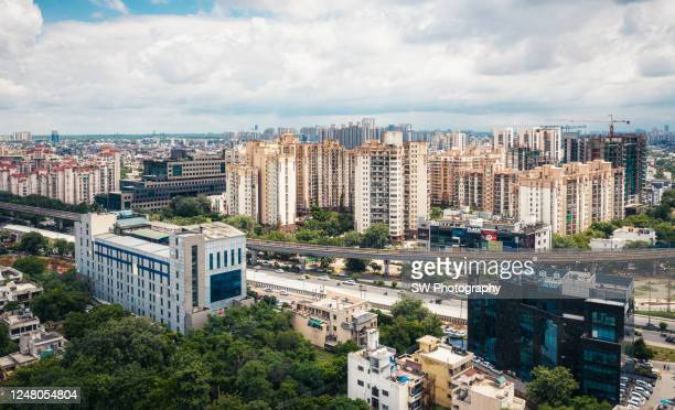 highway and cityscape in new delhi, india - new delhi stock pictures, royalty-free photos & images