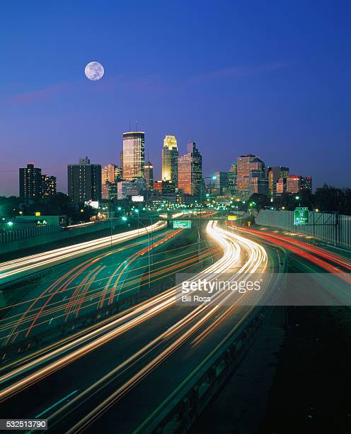 highway and minneapolis skyline - minneapolis stock pictures, royalty-free photos & images
