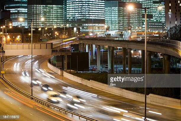 highway and office buildings at night, docklands, canary wharf, london - motorway stock pictures, royalty-free photos & images
