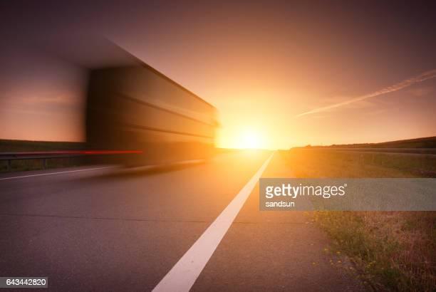 route au lever du soleil