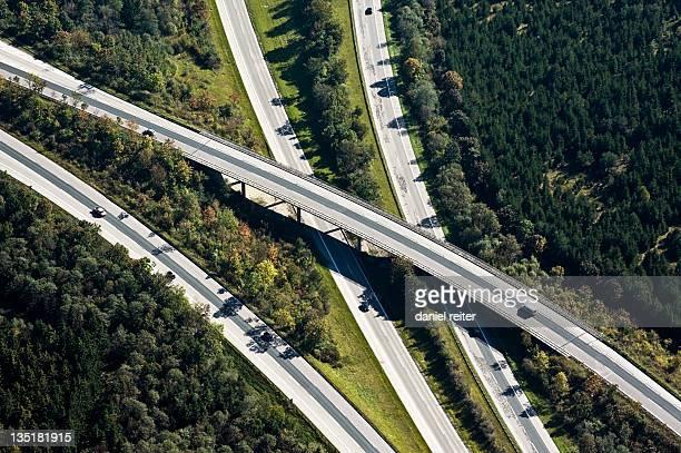 highway bridge - fernverkehr stock-fotos und bilder