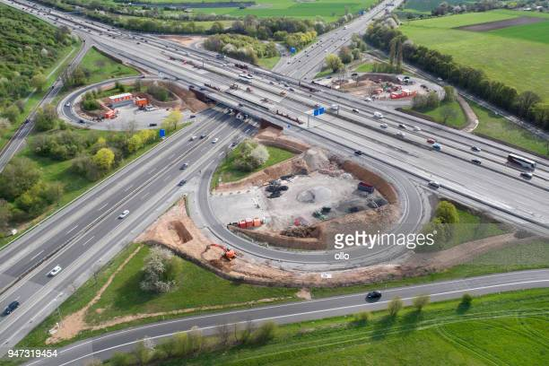 highway, cloverleaf junction and large construction site - road construction stock pictures, royalty-free photos & images