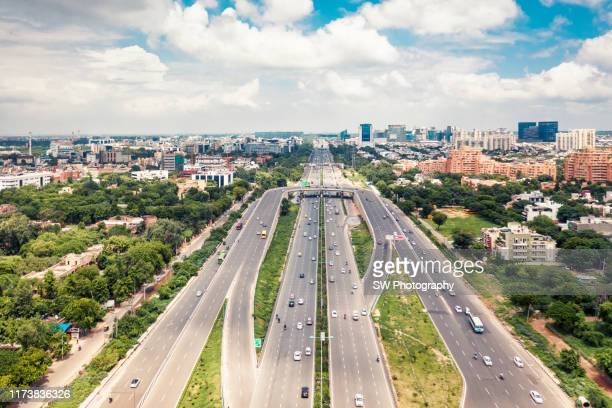 highway in new delhi, india - new delhi stock pictures, royalty-free photos & images