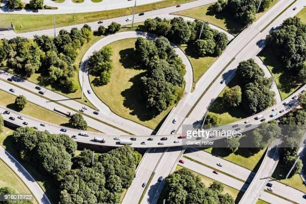 highway interchange - fernverkehr stock-fotos und bilder