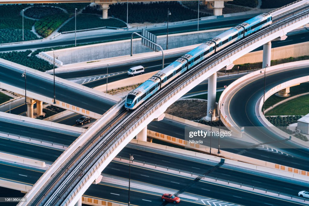 Incrocio autostradale e treno della metropolitana a Dubai, Emirati Arabi Uniti : Foto stock