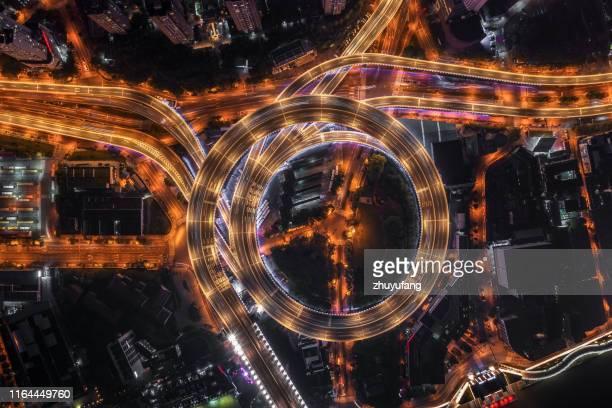 highway junction aerial view - rampa estrutura construída imagens e fotografias de stock