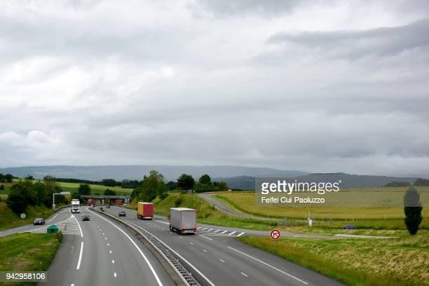 highway near belfort, territoire de belfort departement, france - movendo um veículo - fotografias e filmes do acervo
