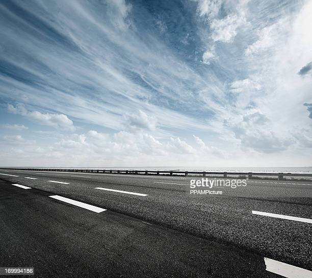 highway - thoroughfare stock pictures, royalty-free photos & images