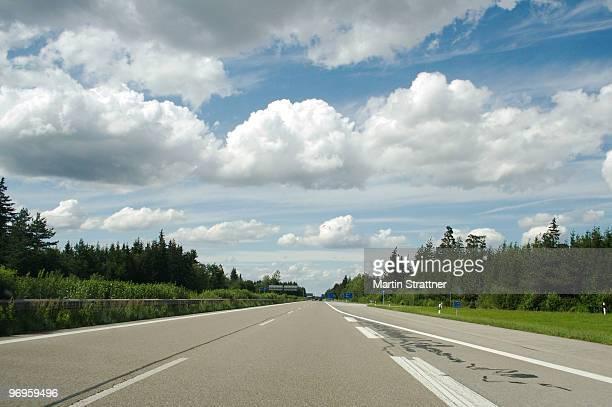 highway  - fernverkehr stock-fotos und bilder