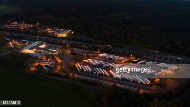 Autobahn-Raststätte, LKW-Parkplätze