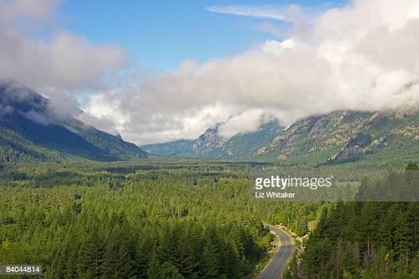 highway running through forested valley, canada - liz vega fotografías e imágenes de stock