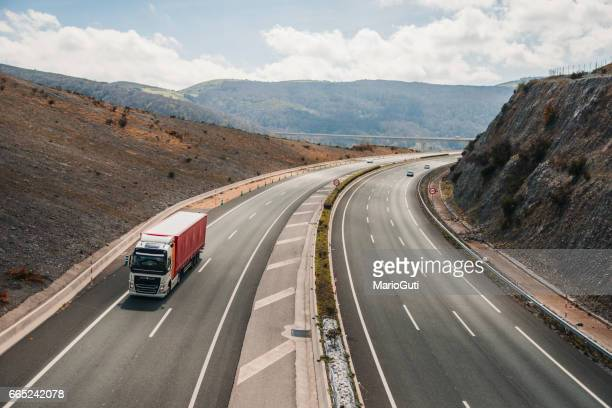 highway scene - tipo de transporte stock pictures, royalty-free photos & images