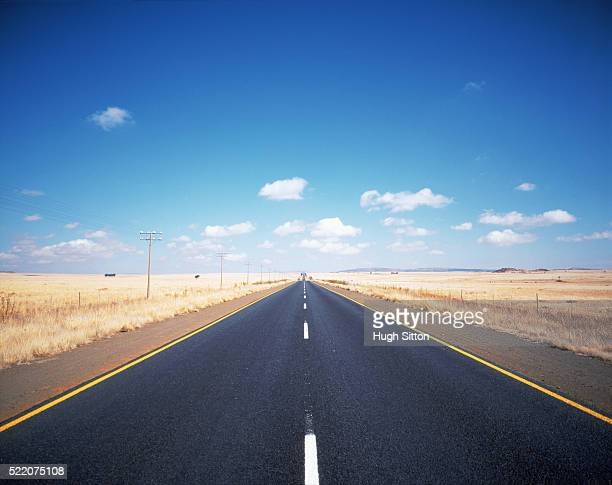 highway through landscape in the usa - hugh sitton stock pictures, royalty-free photos & images