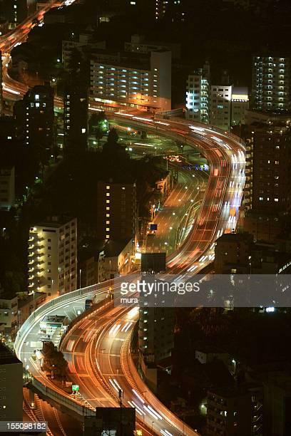 L'autoroute jusqu'à la ville de Tokyo