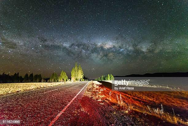 highway to heaven - tékapo fotografías e imágenes de stock