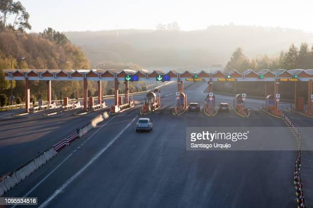 highway toll gate - provincia de a coruña fotografías e imágenes de stock