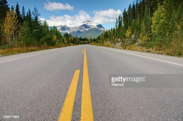Highway mit Blick auf die Berge