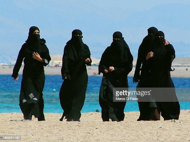 CONTENT] hijab niqab burka chador jordan giordania aqaba gulf of aqaba golfo di aqaba mar rosso red sea mar rojo sea mare red rosso gulf golfo people...