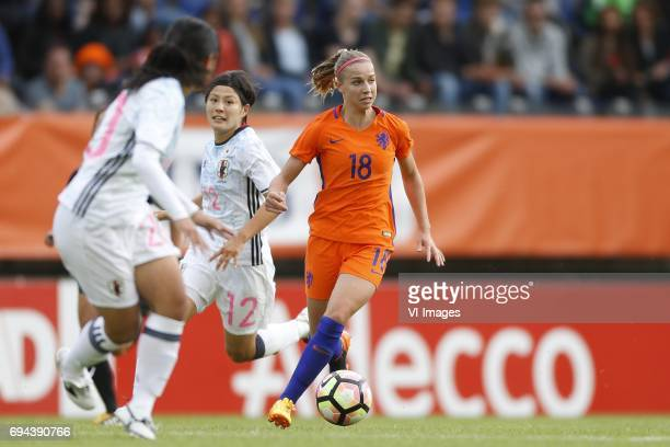 Hikaru Naomoto of Japan Jackie Groenen of the Netherlandsduring the friendly match between the women of The Netherlands and Japan at the Rat Verlegh...