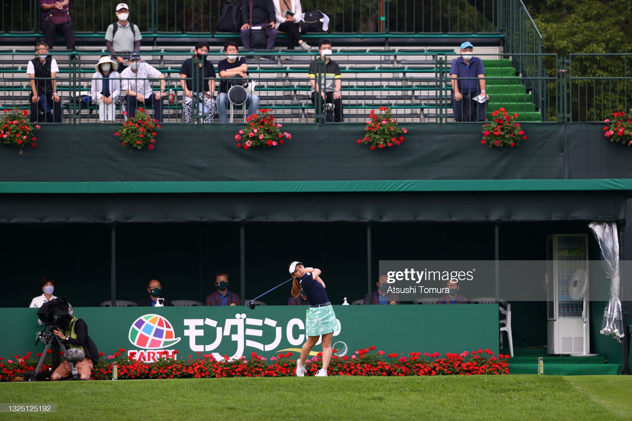 https://media.gettyimages.com/photos/hikaru-yoshimoto-of-japan-hits-her-tee-shot-on-the-1st-hole-during-picture-id1325125192?s=2048x2048