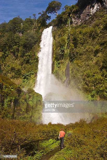 hiker at salto de leon waterfall. - pucon fotografías e imágenes de stock
