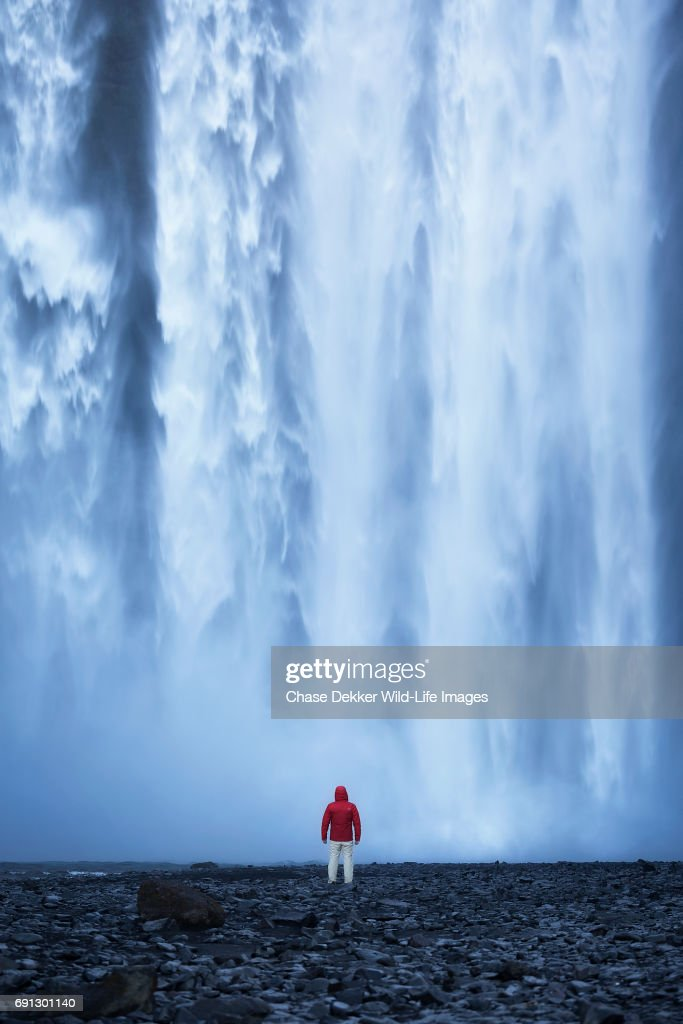 Hiker at Skogafoss : Stock-Foto