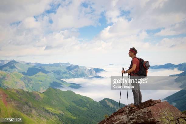 hiker in aspe valley, pyrenees in france. - pyreneeën stockfoto's en -beelden
