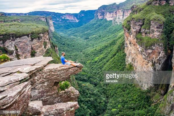 hiker in chapada diamantina national park in bahia brazil - parco nazionale di chapada diamantina foto e immagini stock